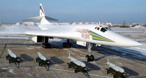 Tu-160 e 4 mísseis de cruzeiro Kh55SM