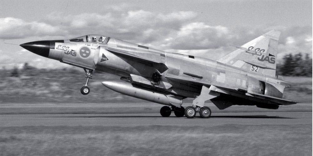 Um Viggen modificado, ESS JAS, equipado com o Sistema de Controle Voo Eletrônico, apoiando o desenvolvimento do JAS 39 Gripen, voou pela primeira vez em 1982