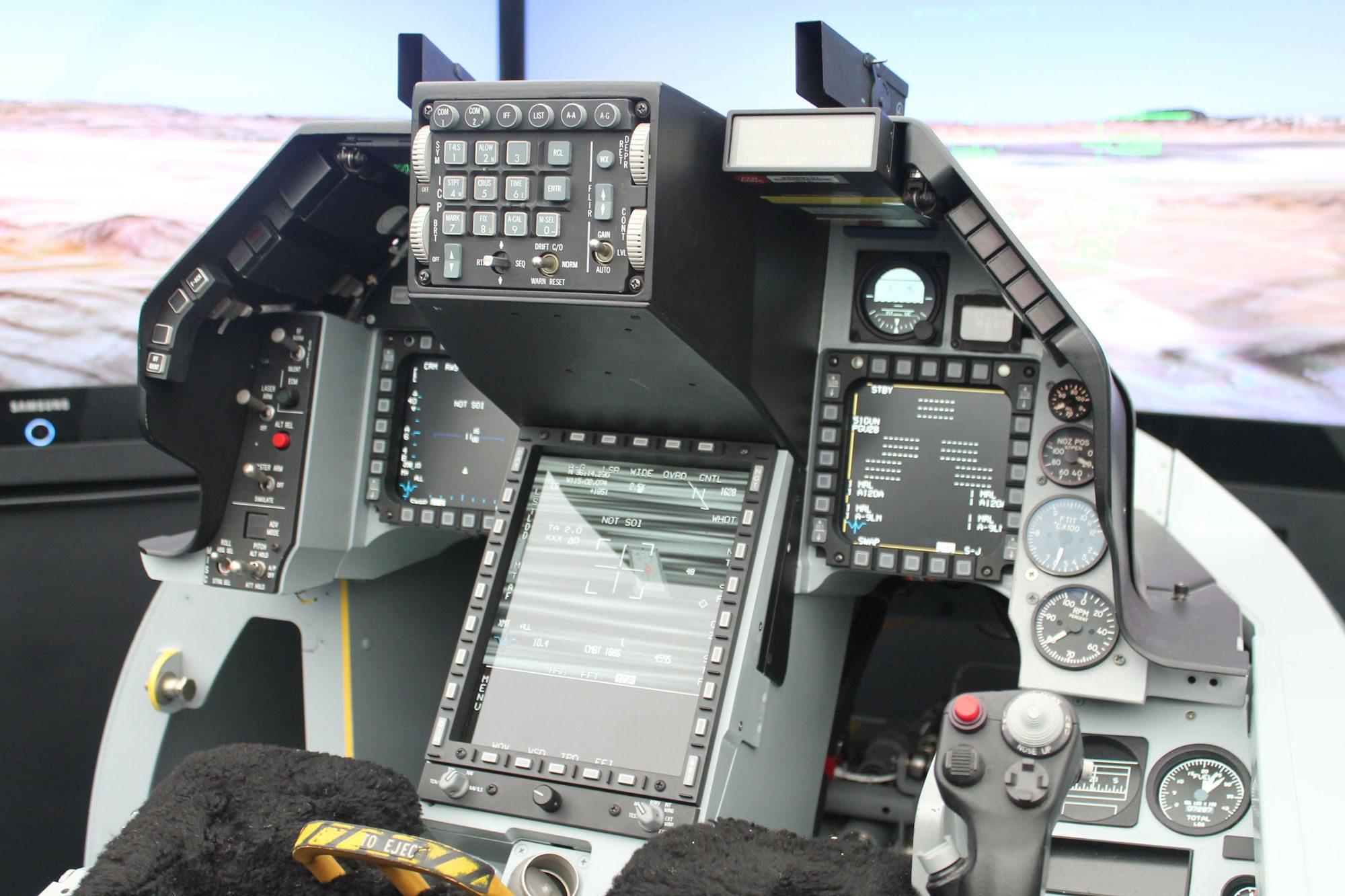 Cockpit do F-16V