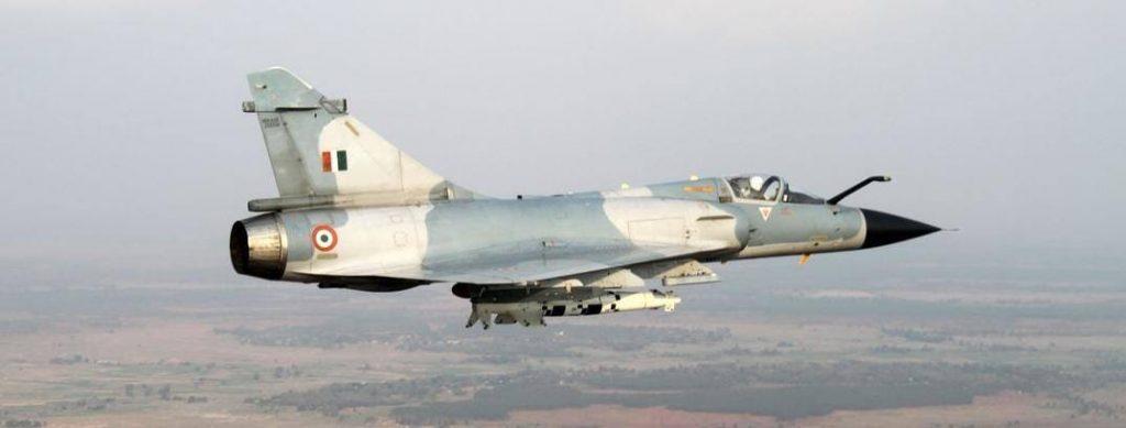 Mirage 2000 da IAF em voo de ensaio com a bomba Spice 2000