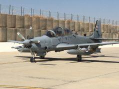 A-29 armado com bombas guiadas a laser GBU-58