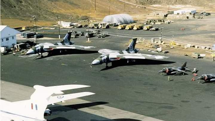 Bombardeiros Vulcan estacionados na Ilha de Ascensão durante a Guerra das Falklands-Malvinas