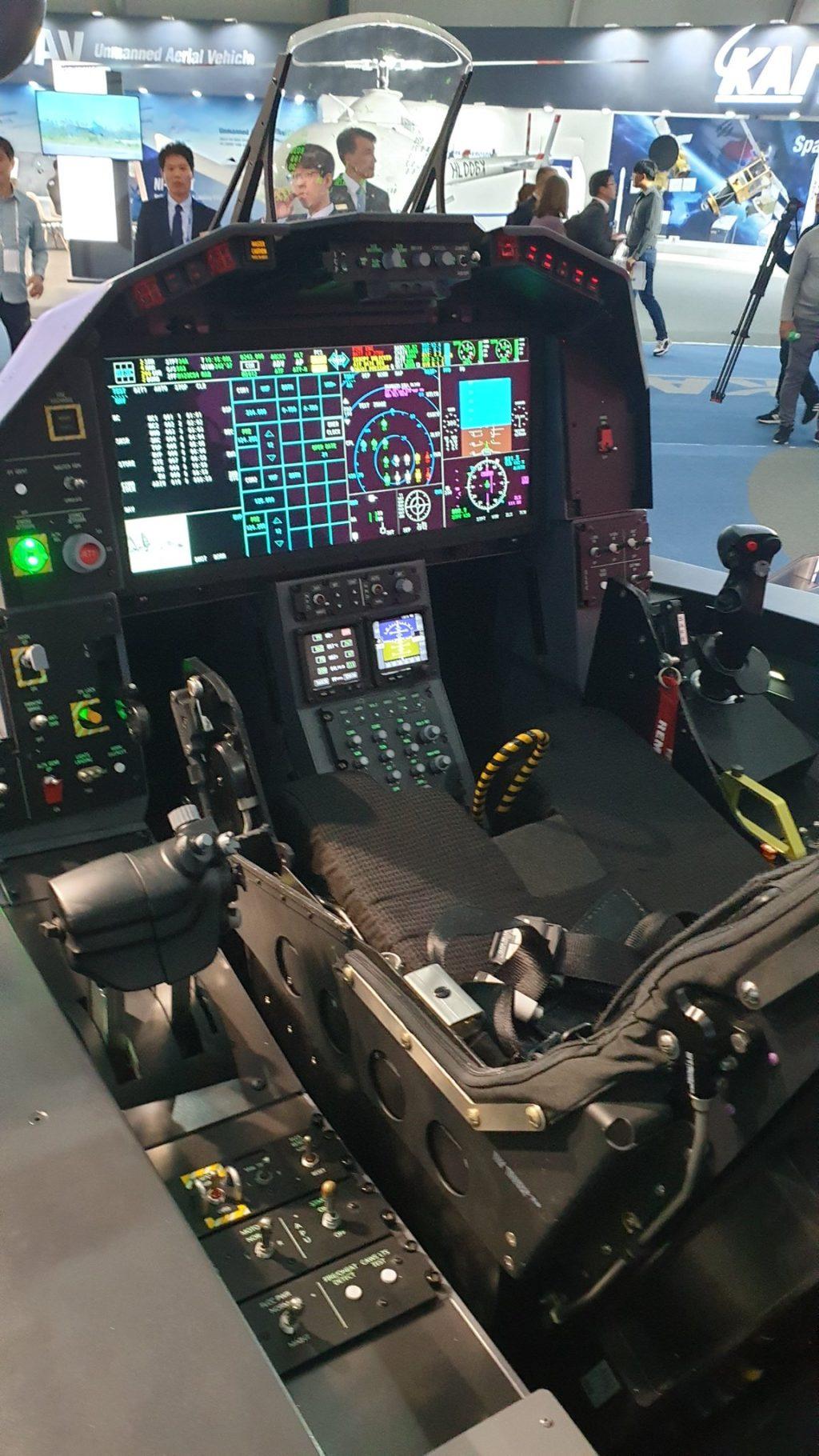 Mockup do cockpit do KF-X