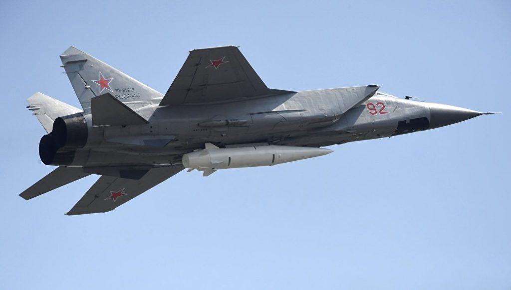 MiG-31 com míssil Kinzhal