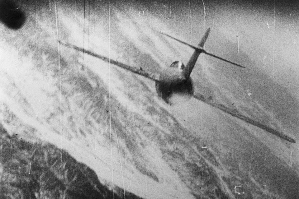 MiG-15 sendo atingido
