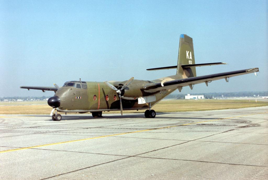 Um C-7 Caribou nas cores da USAF
