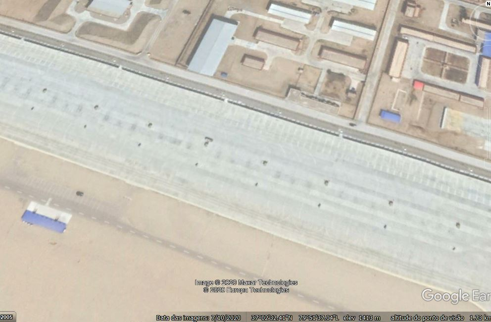 Hotan Air Base close 03 - no plane.JPG