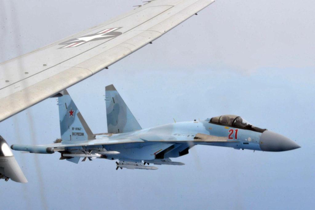 Su-35 com mísseis R-27 e R-77