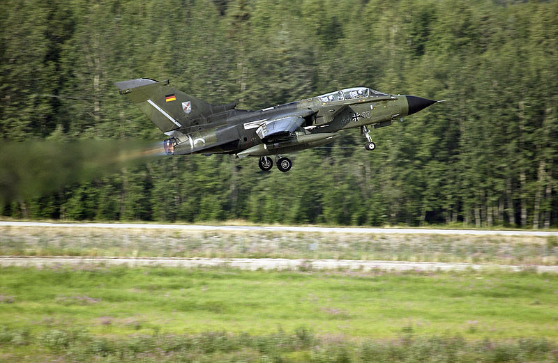 800px-Panavia_Tornado_Luftwaffe.jpg