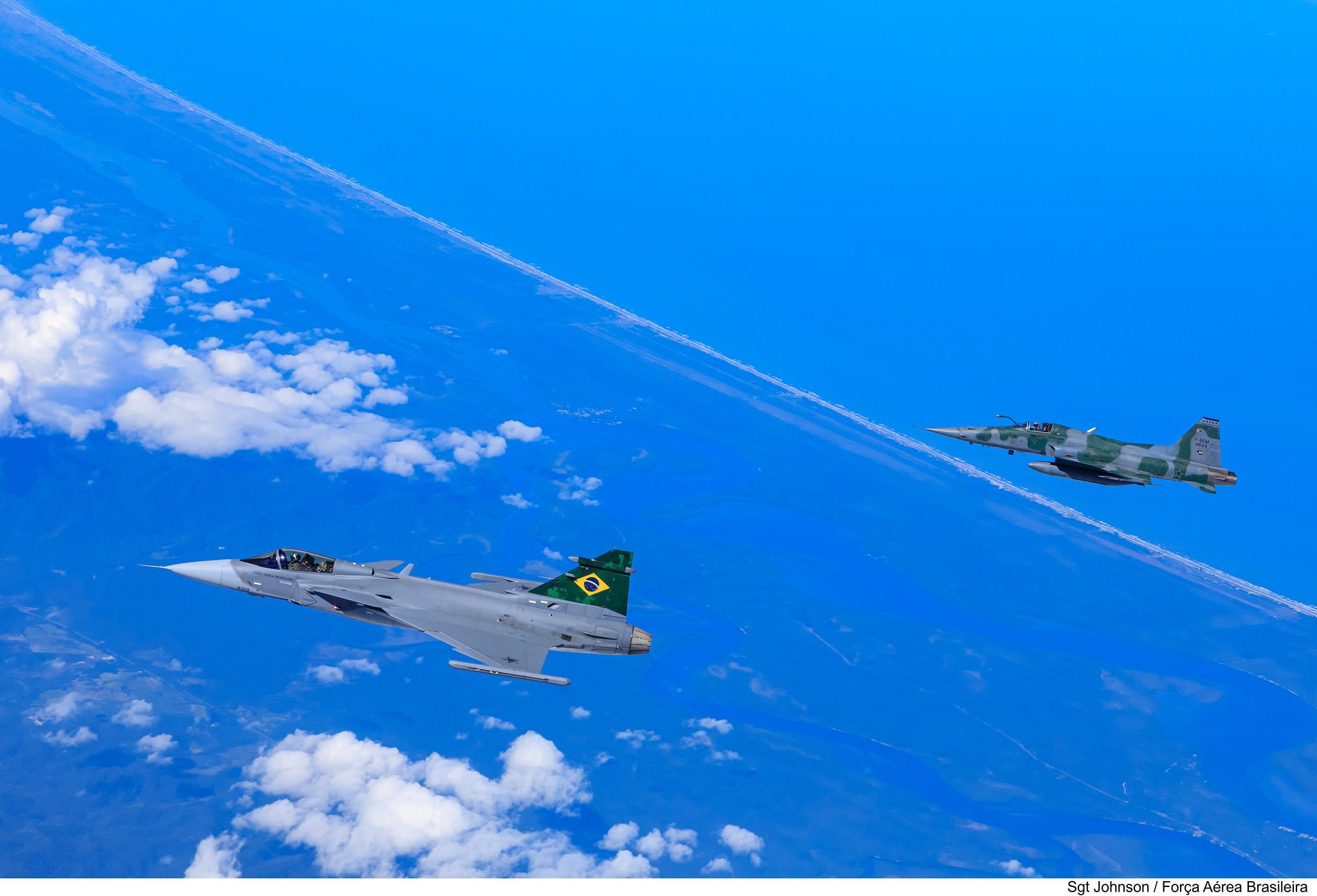 Embraer F-39 Gripen Imagens-da-FAB-do-primeiro-voo-do-F-39-Gripen-sobre-o-Brasil-4