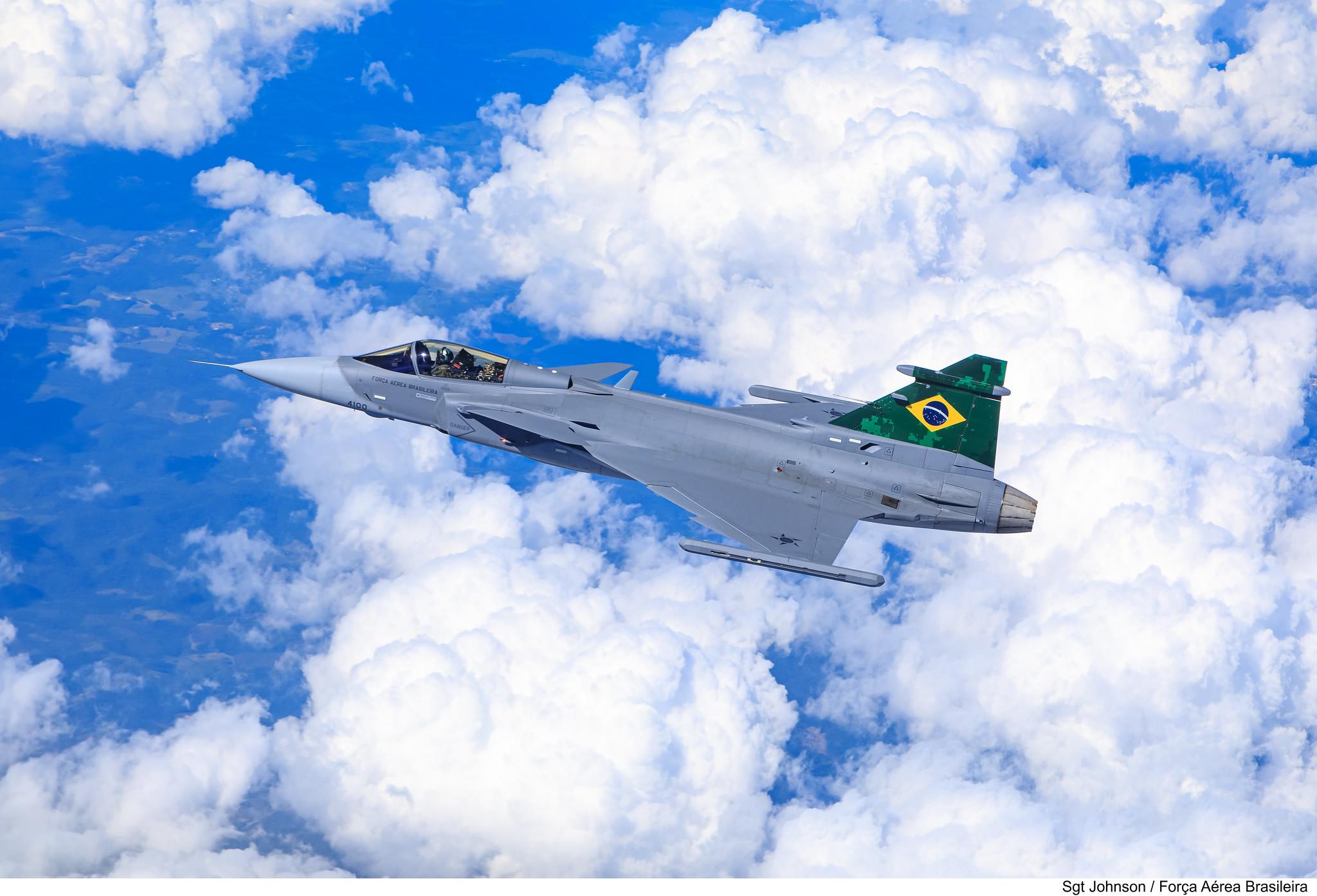 Embraer F-39 Gripen Imagens-da-FAB-do-primeiro-voo-do-F-39-Gripen-sobre-o-Brasil-5