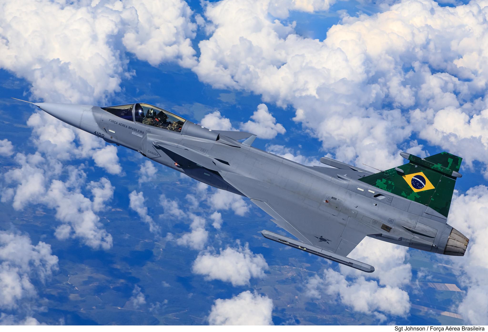 Embraer F-39 Gripen Imagens-da-FAB-do-primeiro-voo-do-F-39-Gripen-sobre-o-Brasil-6