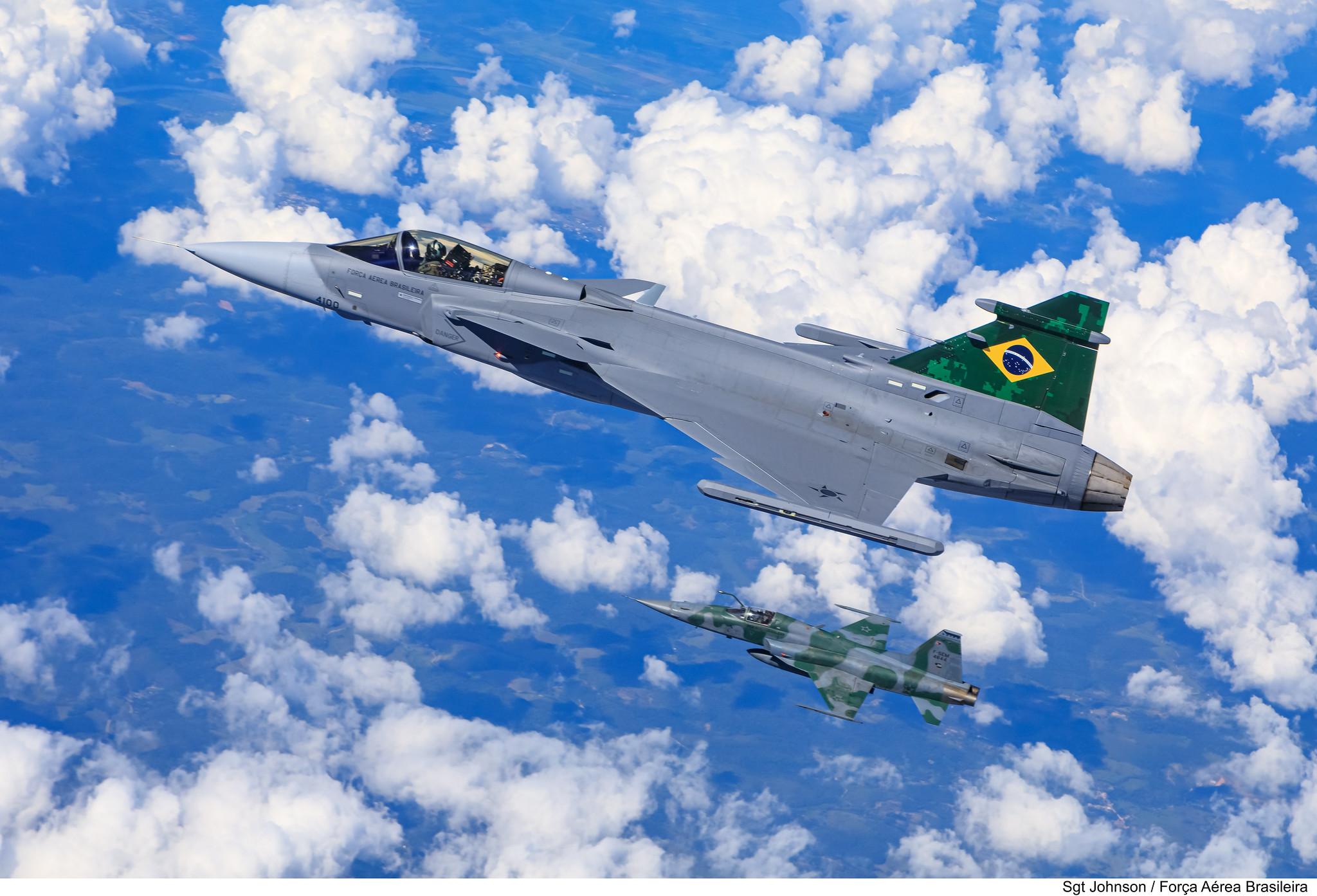 Embraer F-39 Gripen Imagens-da-FAB-do-primeiro-voo-do-F-39-Gripen-sobre-o-Brasil-7