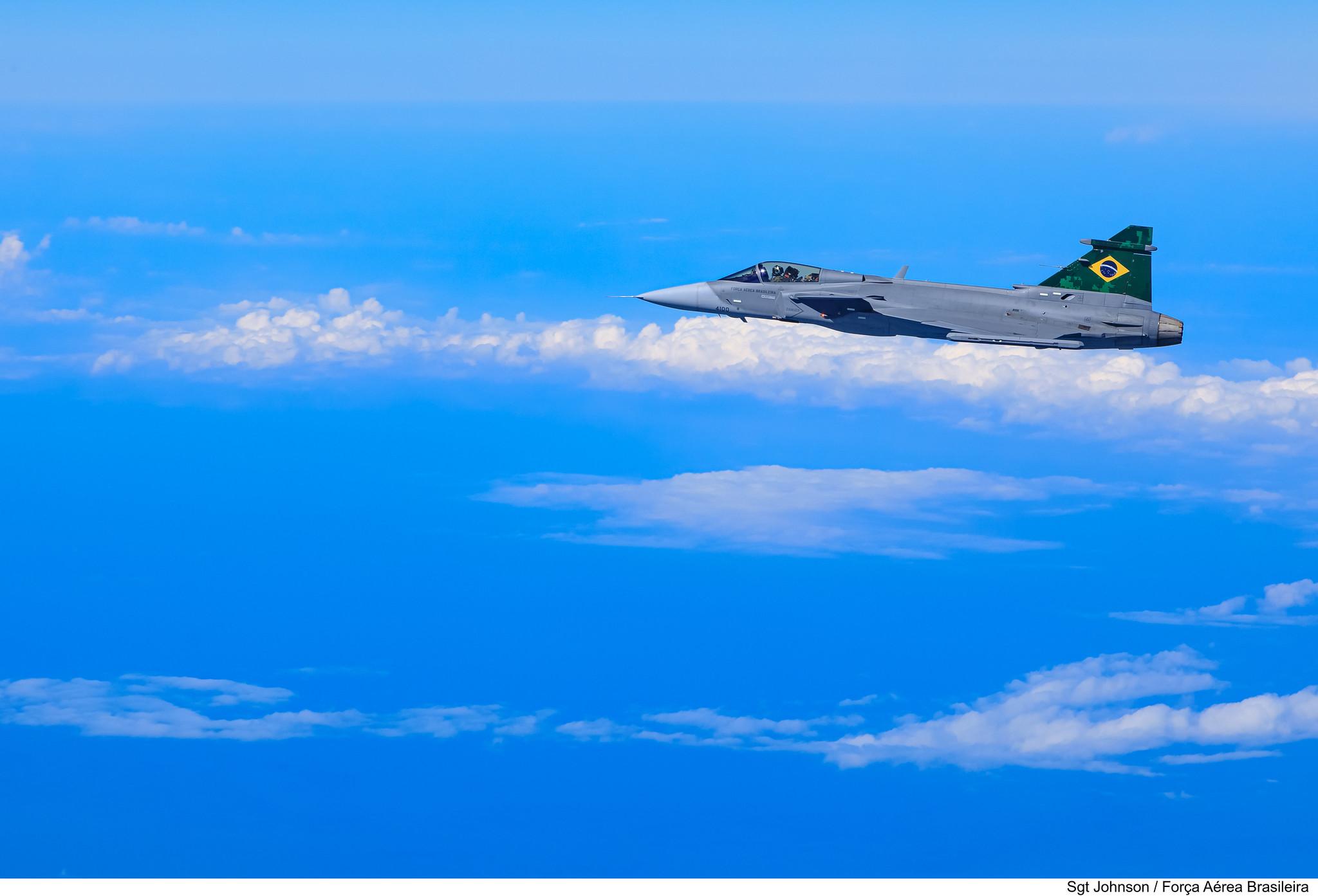 Embraer F-39 Gripen Imagens-da-FAB-do-primeiro-voo-do-F-39-Gripen-sobre-o-Brasil