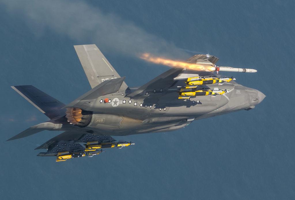 F-35B lançando ASRAAM