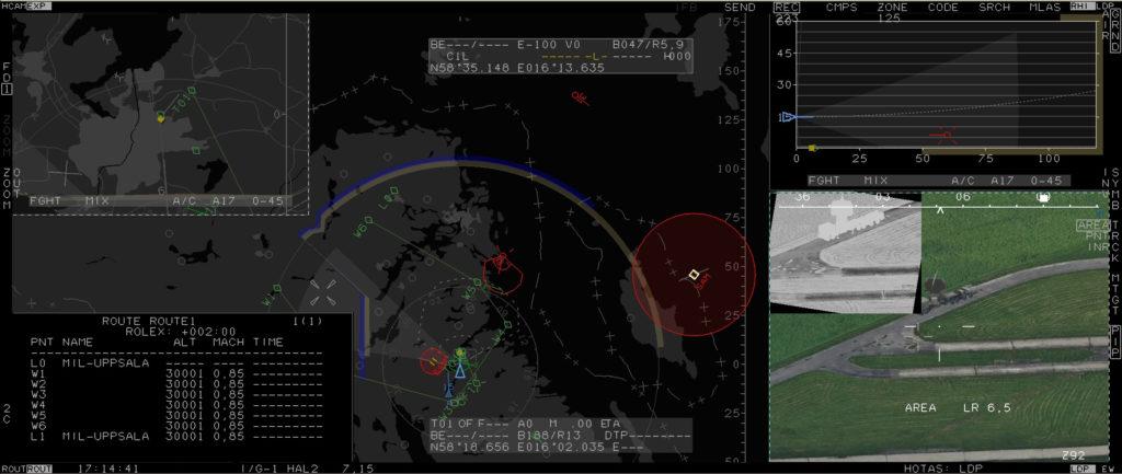 Tela do Wide Area Display do Gripen E configurado para uma missão de ataque contra um alvo de superfície