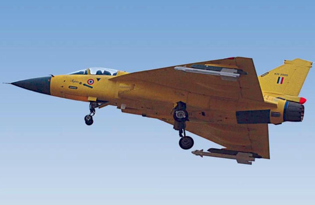 tejas-prototipo-com-trem-de-pouso-baixado-foto-forca-aerea-indiana