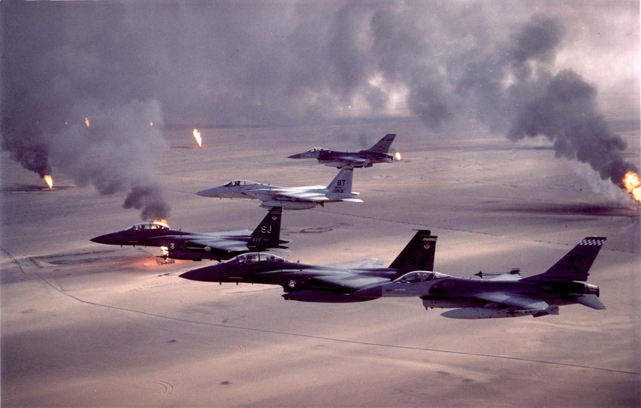 Caças da USAF sobre o Iraque na Operação Desert Storm, em 1991