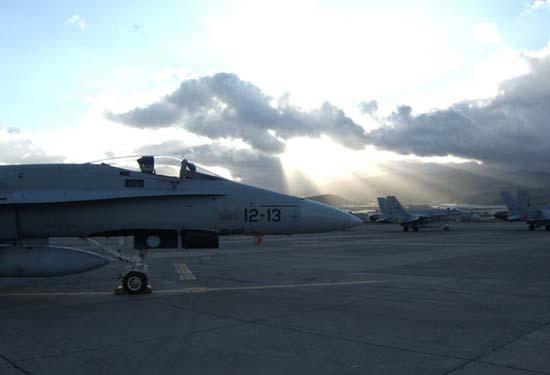 f-18-em-gando-entardecer-campanha-dact-foto-alfonso-vicente-lopez-soriano-forca-aerea-espanhola