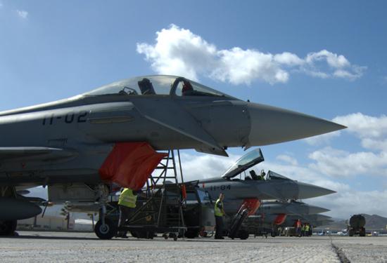 linha-de-eurofighters-em-gando-campanha-dact-foto-alfonso-vicente-lopez-soriano-forca-aerea-espanhola