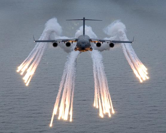 c17-raf-lanca-flares-foto-raf