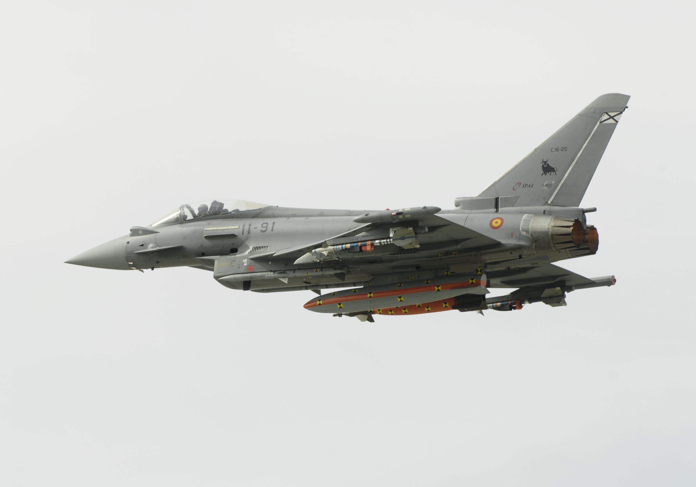 eurofighter-ejercito-del-aire-com-amraam-foto-eurofighter