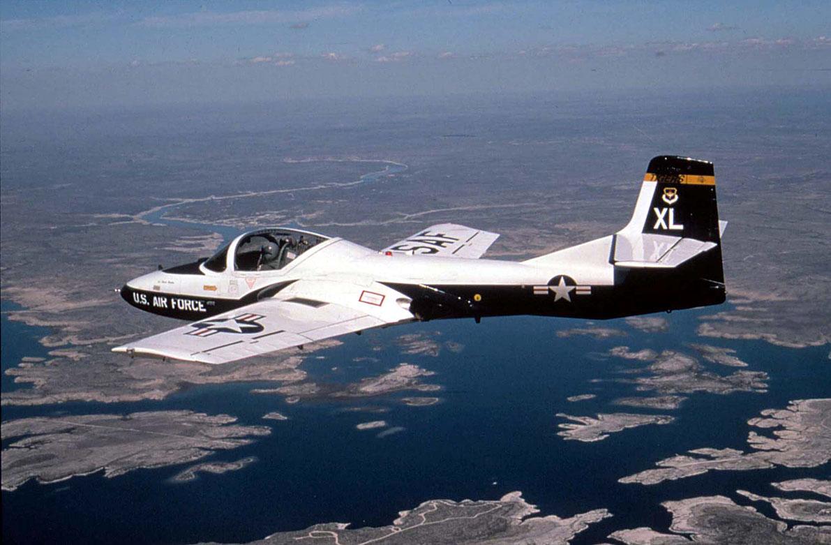 t-37-em-voo-foto-2-usaf