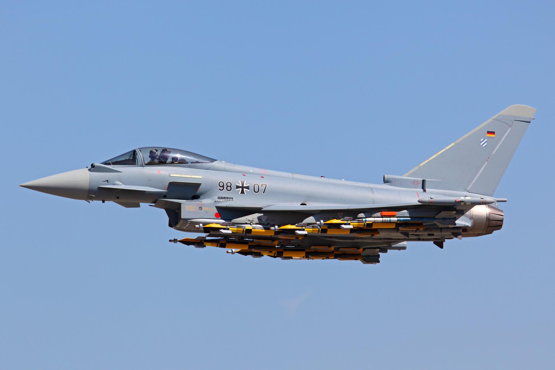 eurofighter-ipa-7-com-seis-paveway-iv-quatro-mraam-e-dois-sraam-foto-eurofighter
