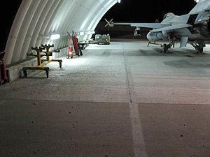 f-16-belga-em-hangar-foto-forca-aerea belga