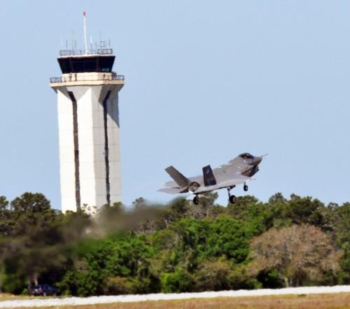 F-35 decolando