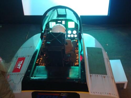 cockpit simulador FA-18