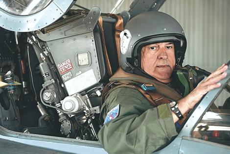 Jobim Cockpit - foto Folha Imagem via Isto É Dinheiro