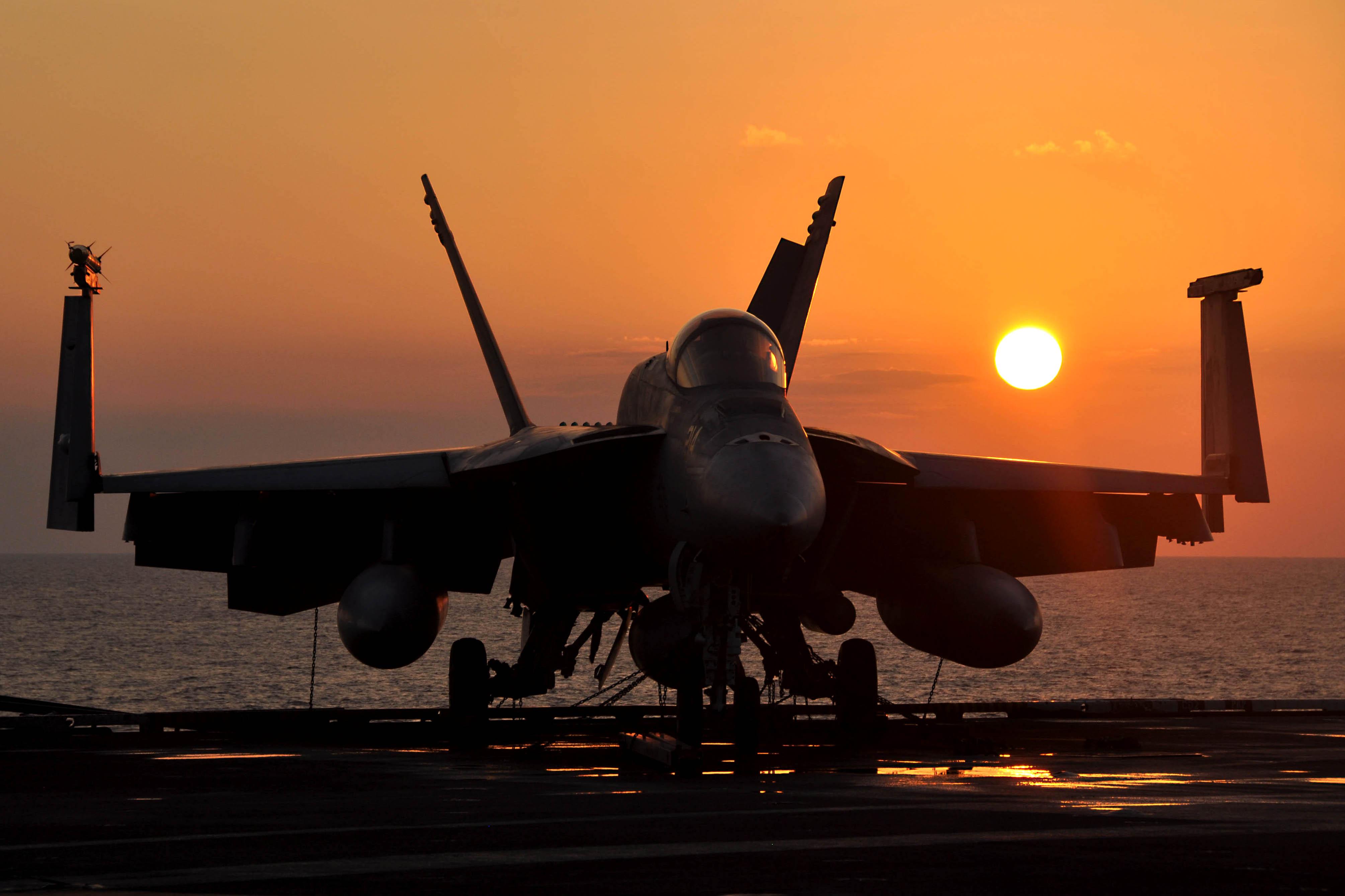Super Hornet por-do-sol foto-USN