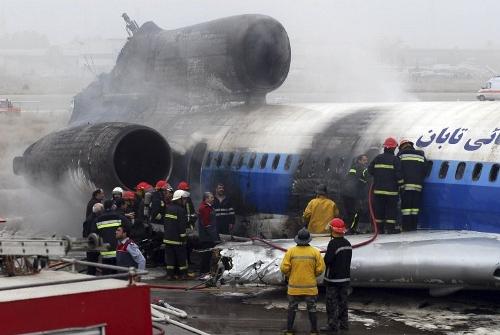 Tu-154 pega fogo no ira-foto-AP