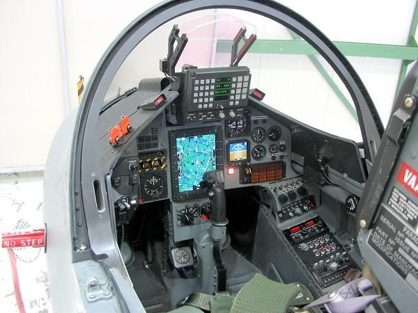novo cockpit hawk finlandia - foto CMC