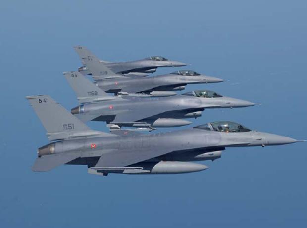 F-16 Aeronautica Militare em formação  - foto AMI