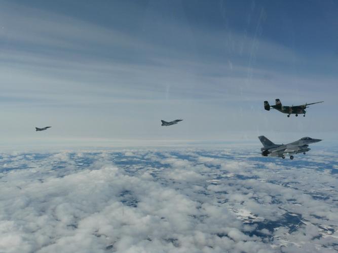 Mirage 2000 C, F-16 e  Antonov 28 - foto Força Aérea Polonesa