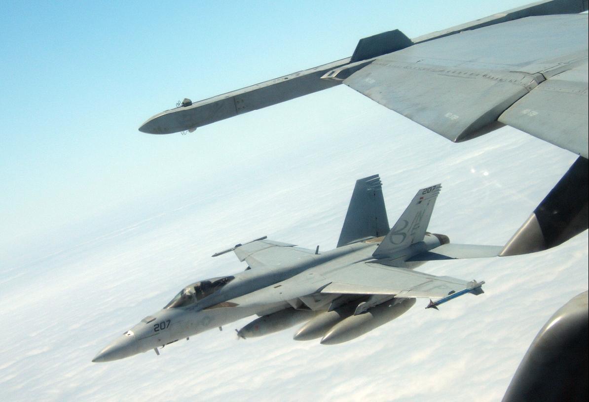 Super Hornet VFA 137 em formação - foto USN