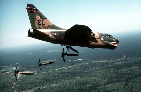 A-7_Corsair_II_76th_TFS