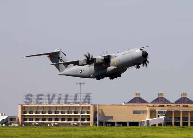 A400M - voo segundo protótipo - foto Airbus Military