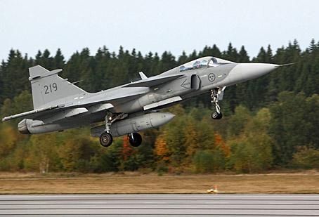Gripen com pod de reconhecimento fotográfico SPK39 - foto Saab - G Akerberg