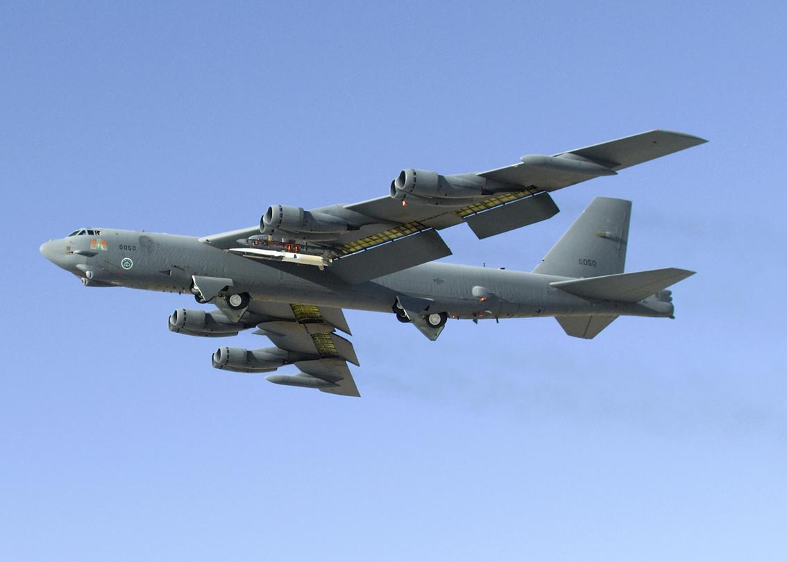 B-52 com X-51 - foto USAF
