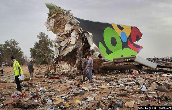 Cauda Airbus A330 acidentado na Líbia 12-5-2010 - foto Reuters