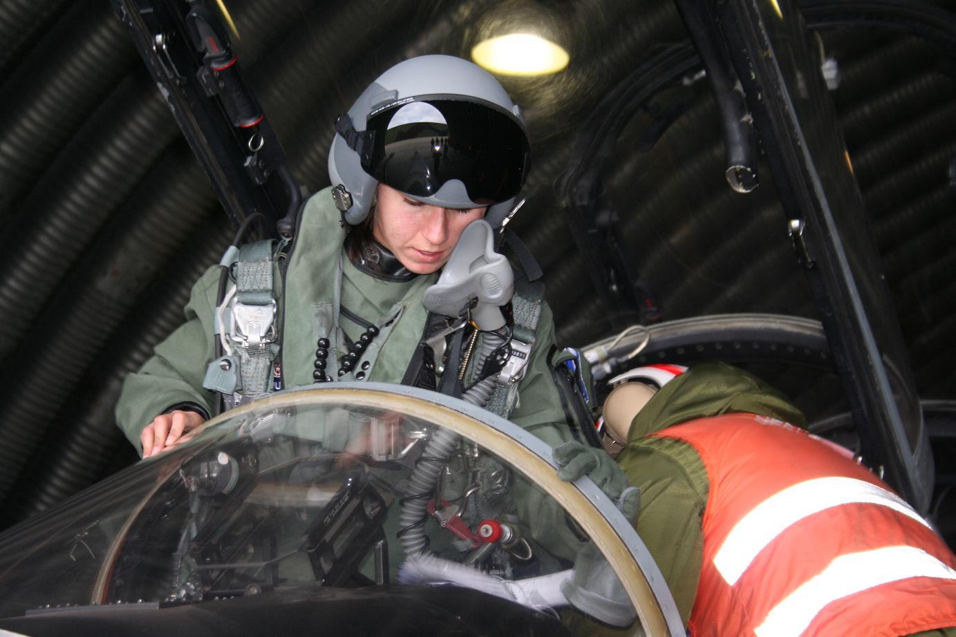 Tenente Miranda - primeira piloto supersônica da FACH - foto 2 FACH