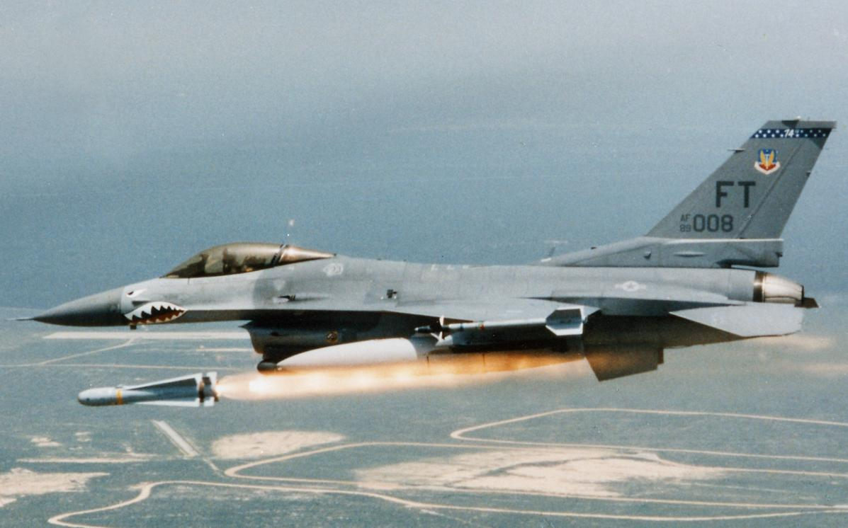 lançamento de Maverick - foto Raytheon