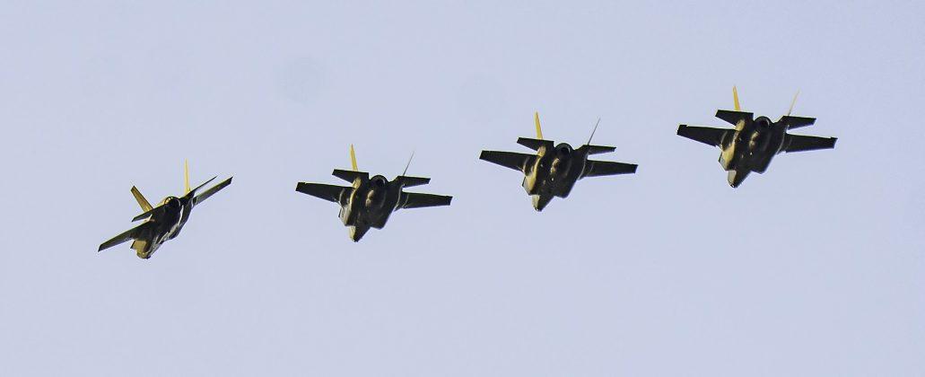 Chegada-dos-primeiros-4-ca%C3%A7as-F-35B