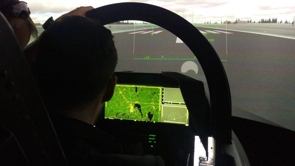 Simulador-do-Gripen-E-com-WAD-no-Farnbor