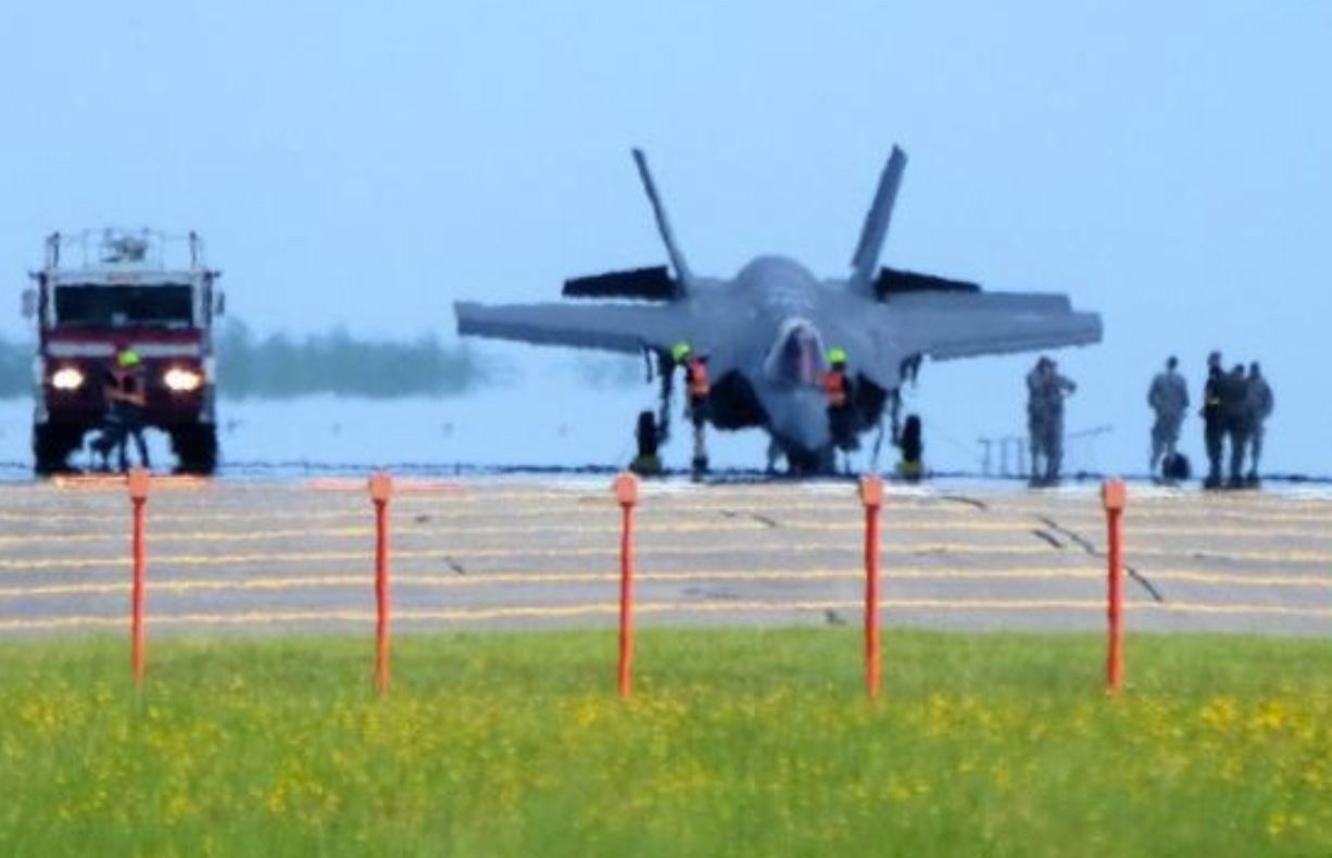 F-35-nose-down-2.jpg