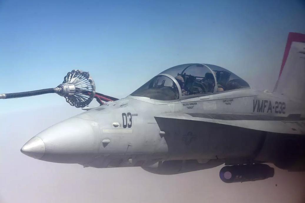 FA-18D-e-KC-130-dos-Marines-colidem-dura