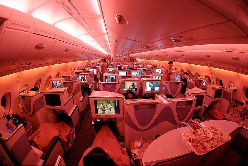 800px-Emirates_Airbus_A380-861_biz_class